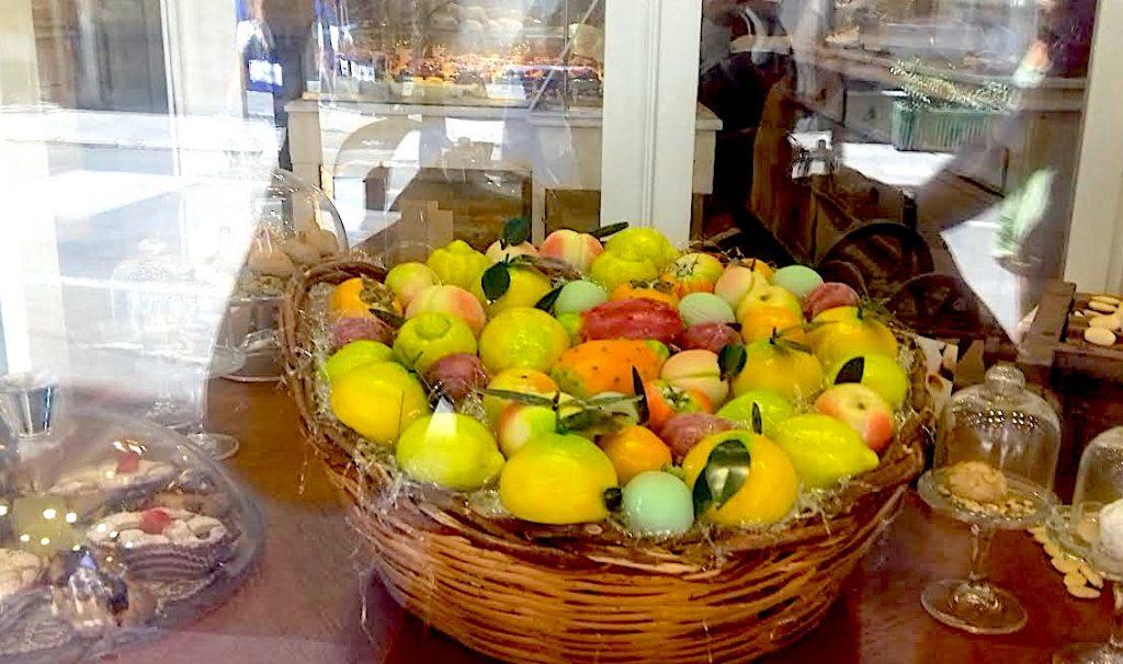 Sicilian Sweets with Intense Colors: Martorana Fruits