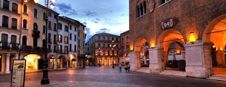 Piazza dei Signori –  Treviso     by Venezia.net