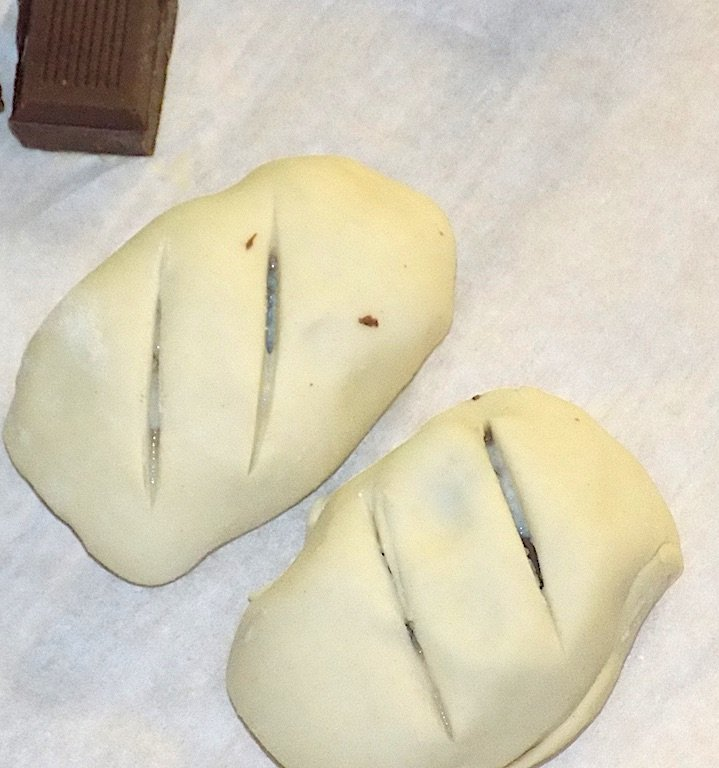 Airfryer Chocolate Ricotta Puff Pastry Bundles