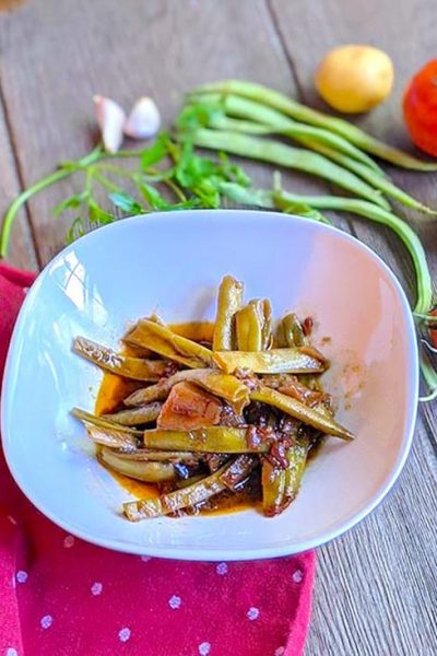 Italian Green Beans Stewed with Potatoes and Tomatoes
