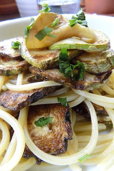 Pasta with Fried Zucchini (pasta cu la cucuzza fritta)